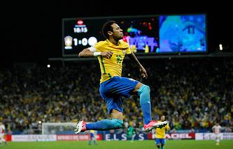 Капитан сборной Бразилии Неймар в матче против команды Парагвая