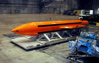 Бомба GBU-43/B Massive Ordnance Air Blast Bomb