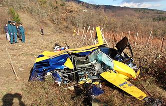 Место крушения вертолета Robinson в районе села Виноградное Алуштинского района, 28 ноября 2016 года