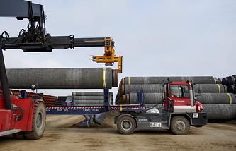 """Погрузка труб для магистрального газопровода """"Северный поток — 2"""", Засниц, Германия, 2017 год"""