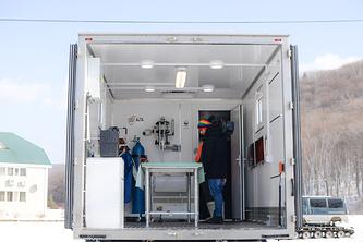 В кузове мобильного ветеринарного пункта есть все необходимое для оказания животному первой помощи