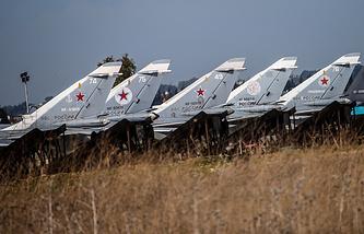 """Бомбардировщики Су-24 на аэродроме авиабазы """"Хмеймим"""" в Сирии"""