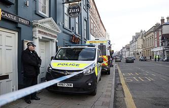 Полицейские у ресторана Zizzy в Солсбери