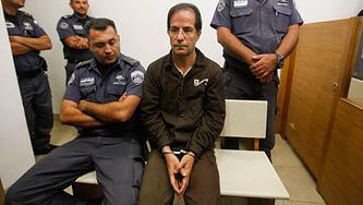 Али Мансури (в центре). AP Photo/Tomer Appelbaum