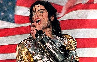 Майкл Джексон во время выступления на концерте 1 августа 1997 г. в Берлине