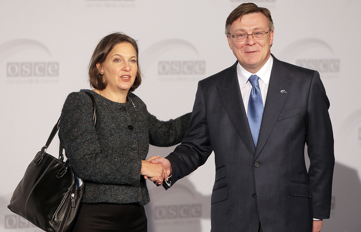 U.S. Assistant Secretary for European and Eurasian Affairs Victoria Nuland, left, shakes hands with Ukrainian Minister of Foreign Affairs Leonid Kozhara