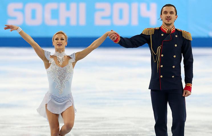 Russia's Tatiana Volosozhar (L) and Maxim Trankov