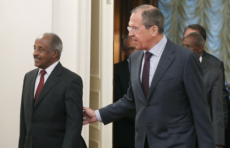 Russian Foreign Minister Sergei Lavrov (R) and his Eritrean counterpart Osman Saleh Mohammed (L)