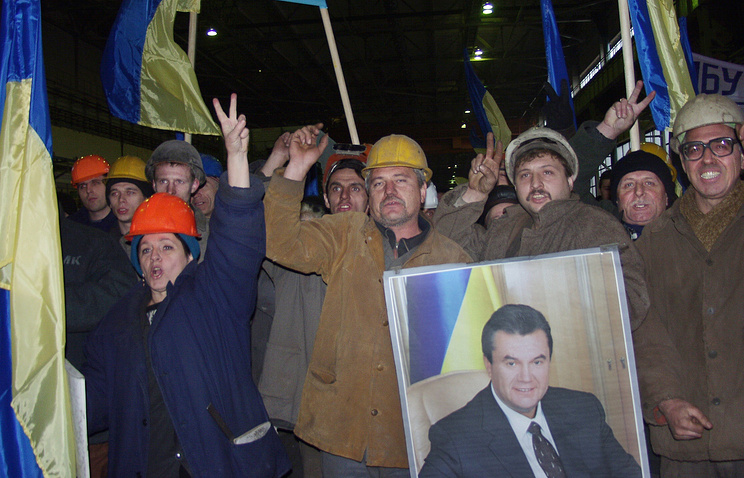 A meeting in support of Viktor Yanukovych held at the Donetsk Metallurgical Works (archive)