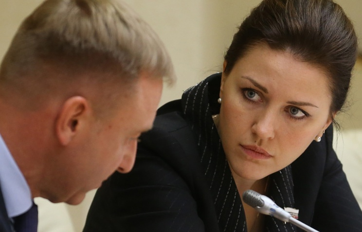 Minister of Education and Science Dmitry Livanov (L) and Deputy Chairwoman of the House Committee on Education Alyona Arshinova (R)