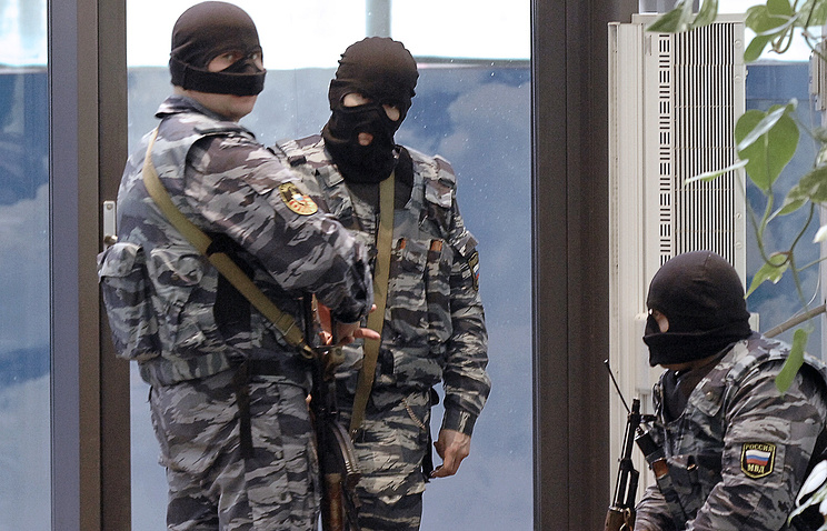 Russian law enforcement officers during a search (archive)