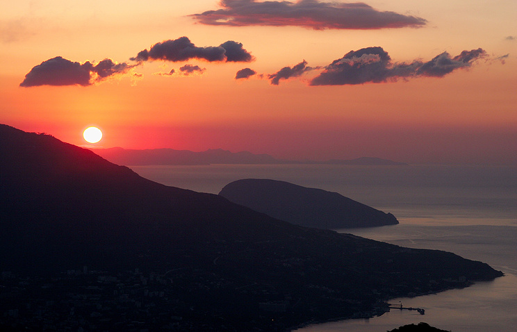 A view of a sunset in the Crimea (archive)