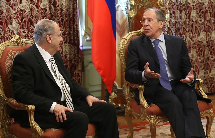 Ioannis Kasoulides (L) and Sergei Lavrov (R)