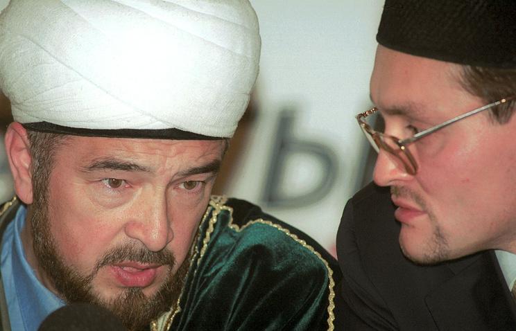 The Co-chairman of Russia's Muftis Council Nafigulla Ashirov (L)