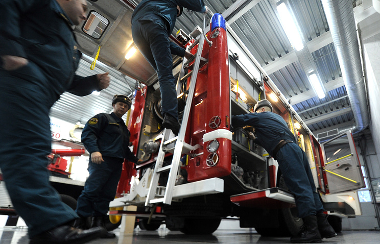 Firefighters reacting to an emergency (archive)