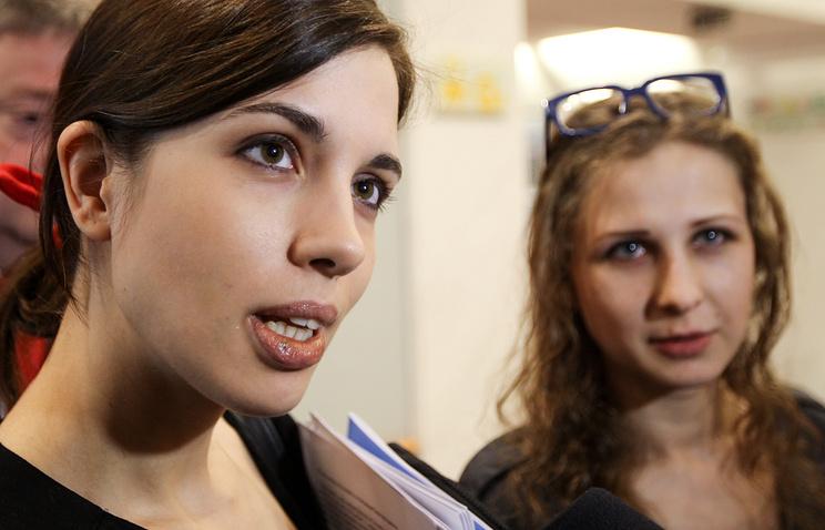 Nadezhda Tolokonnikova (L) and Maria Alyokhina (R)