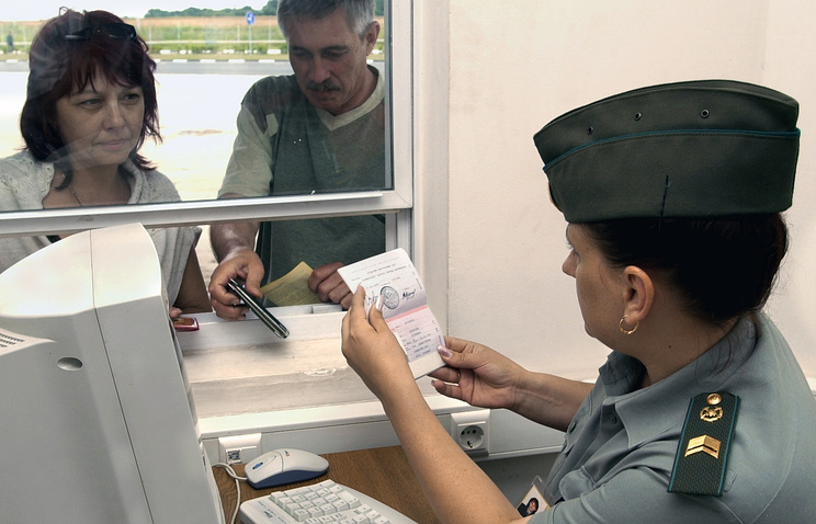 Passport control on Russian border (archive)
