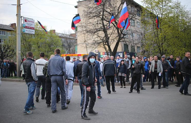 Pro-Russian protesters in Kramatorsk
