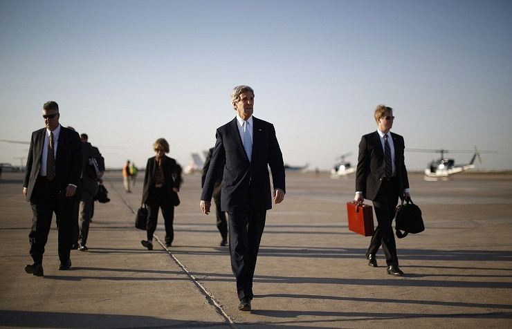 US Secretary of State John Kerry (center)
