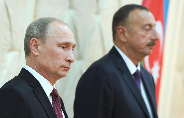 Russia's President Vladimir Putin and his Azerbaijani counterpart Ilkham Aliyev (archive)