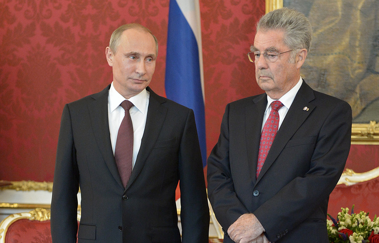 Austrian President Heinz Fischer (R) and Russian President Vladimir Putin (L) during a meeting at the Hofburg in Vienna, Austria, 24 June 2014