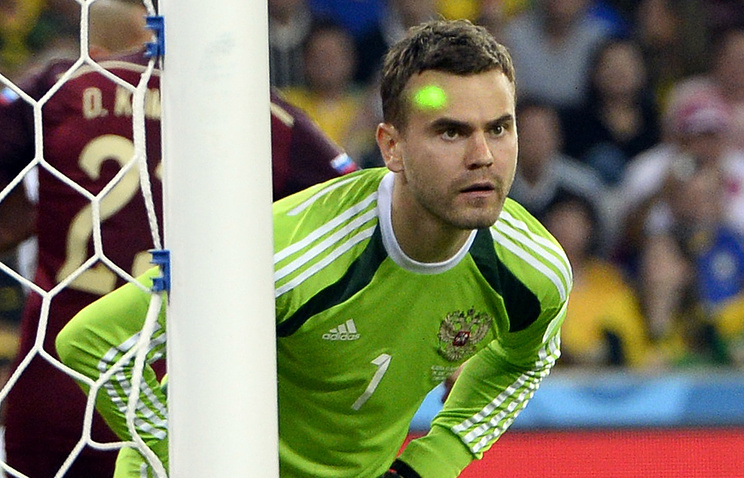 A laser pointer is aimed at Russia's goalkeeper Igor Akinfeev