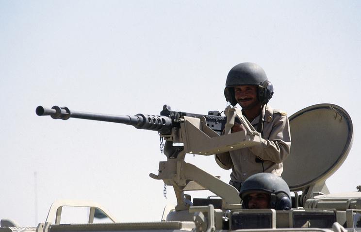 A Saudi Arabian soldier manning a heavy machine gun (archive)