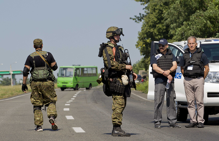 OSCE members trying to get to the MH17 crash site stopped by a patrol near Donetsk