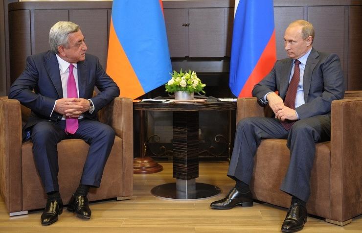 Armenian President Serzh Sargsyan (L) and Russian President Vladimir Putin