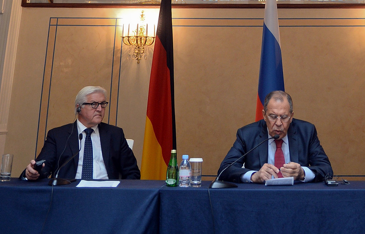 German Foreign Minister Frank-Walter Steinmeier and Russian Foreign Minister Sergei Lavrov (archive)