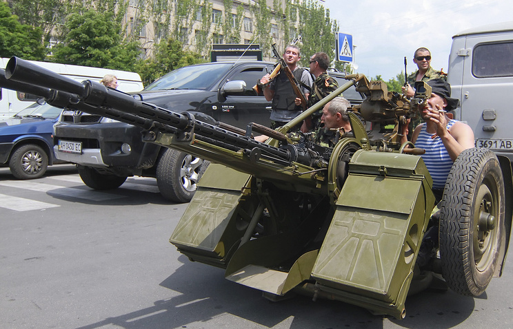 Militiamen hold position with an anti-aircraft gun in Donetsk