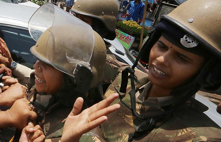 Policemen in India (archive)