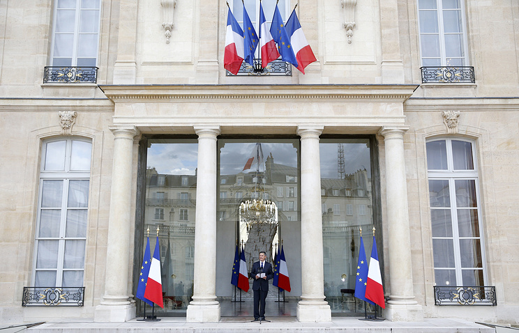 Secretary General of the Elysee Palace announces the new list of government ministers