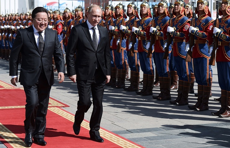 Mongolian President Tsakhiagiin Elbegdorj (L) and Russian President Vladimir Putin (R)
