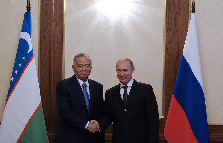 Uzbekistan's President Islam Karimov (L) and Russian President Vladimir Putin (R)