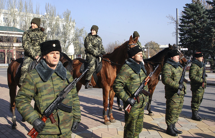 Armed men seen in Luhansk