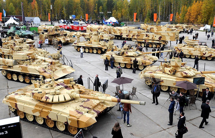 Tanks seen at an arms show in Russia's Nizhny Tagil (archive)