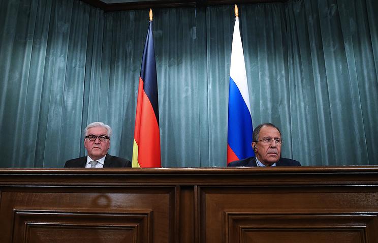 Frank-Walter Steinmeier (left) and Sergey Lavrov
