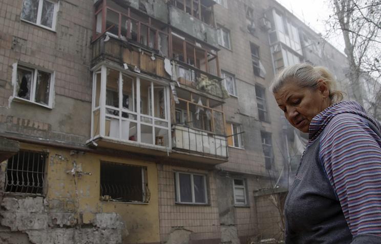 Damaged building after shelling in Donetsk (archive)