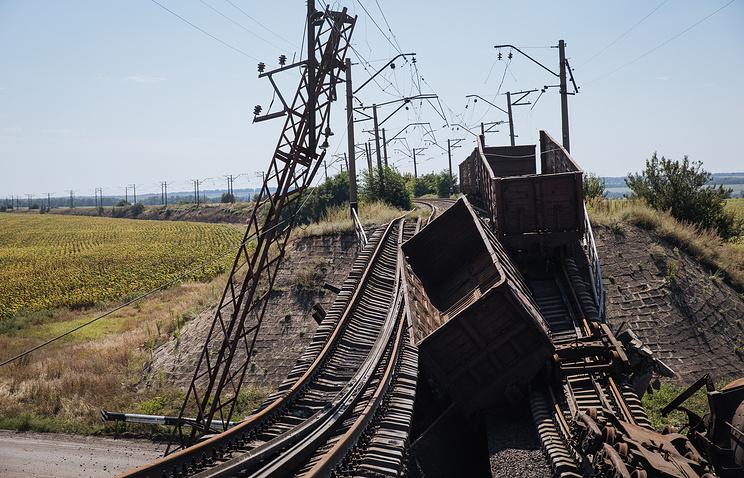 A destroyed railway in eastern Ukraine (archive)