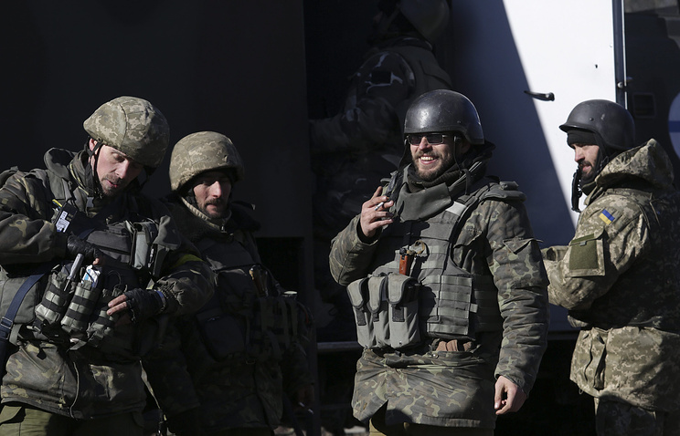 Ukrainian servicemen seen on Feb 18 while retreating from Debaltsevo