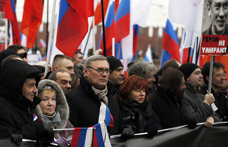 Russian opposition politician Mikhail Kasyanov (third from the left) seen during opposition rally in memory of slain politician Boris Nemtsov in Moscow, Mar 1