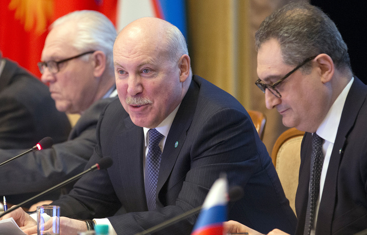 SCO Secretary General Dmitry Mezentsev (center)