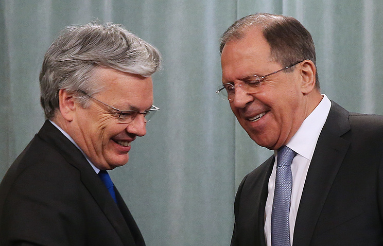 Russian Foreign Minister Sergey Lavrov (right) with his Belgian counterpart Didier Reynders