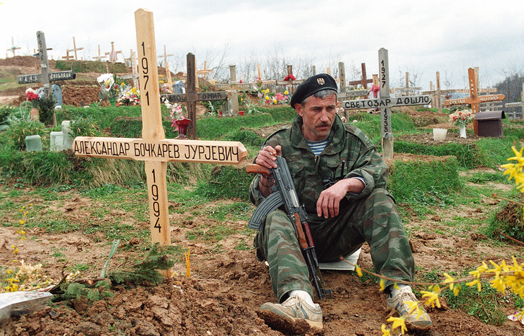 At a military cemetery near Sarajevo (archive)