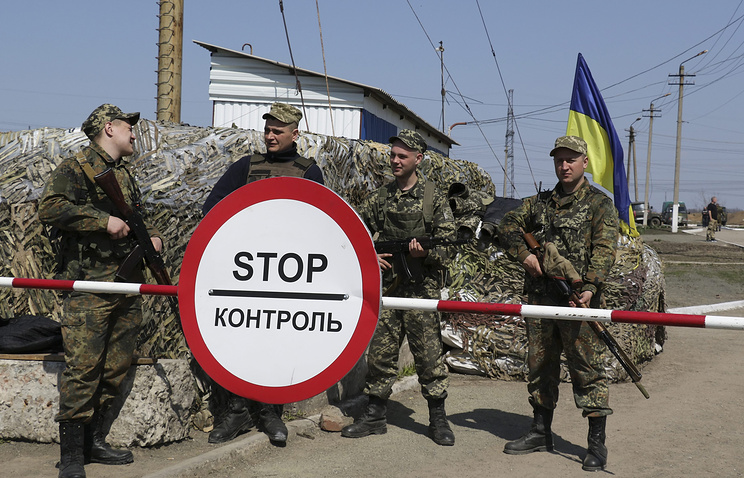Ukrainian soldiers near Mariupol
