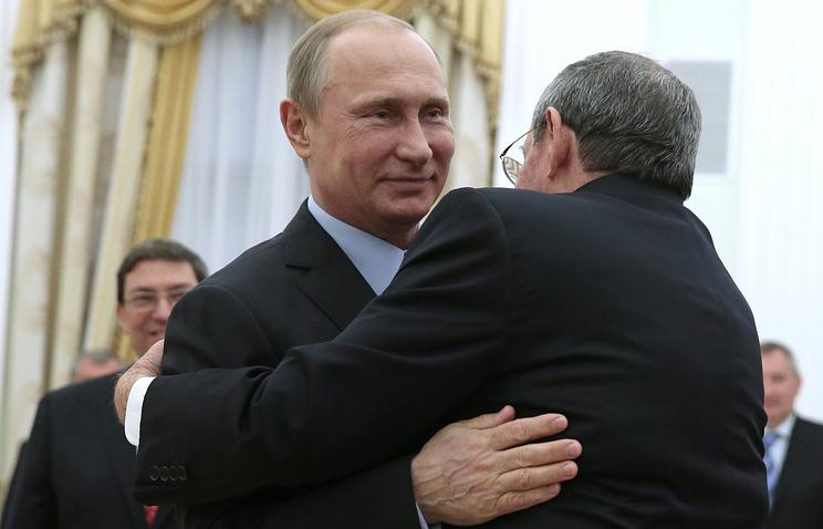 Vladimir Putin and Raul Castro