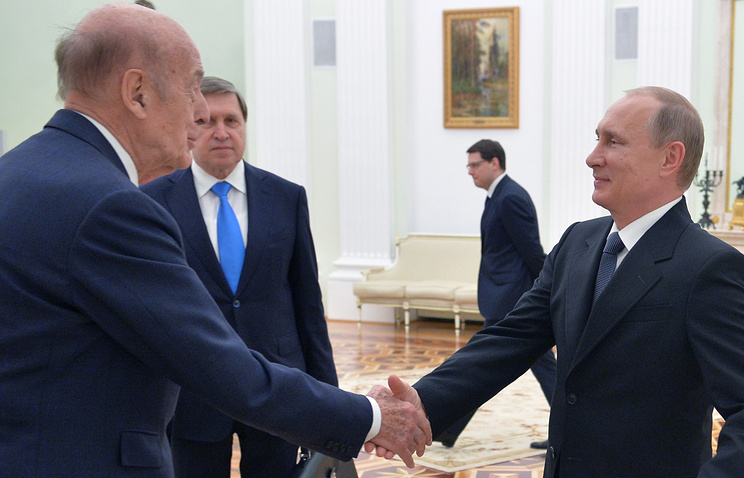 France's former President Valery Giscard d'Estaing and Vladimir Putin, May 28