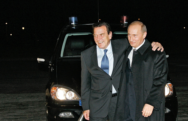 Germany's former Chancellor Gerhard Schroeder and Russian President Vladimir Putin