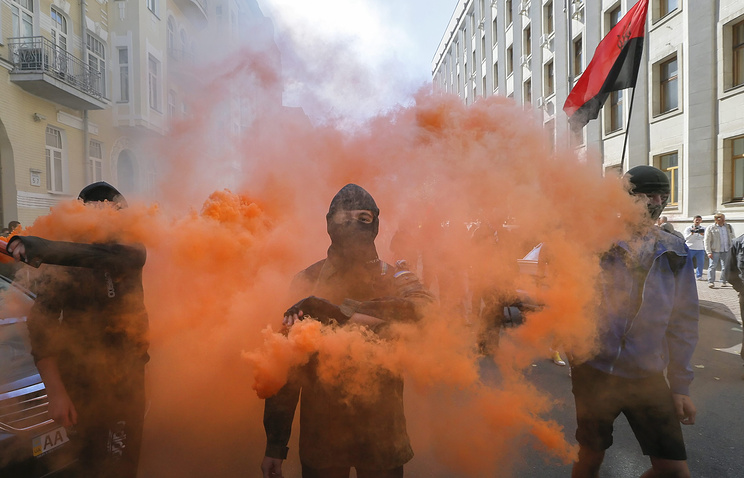 Right Sector nationalist radicals march in Kiev (archive)